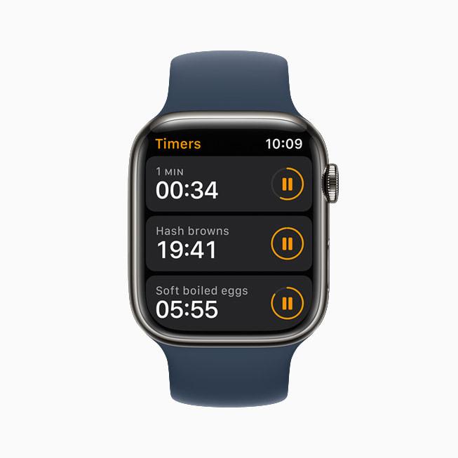 Apple Watch Series 7 上展示 watchOS 8 的计时器。