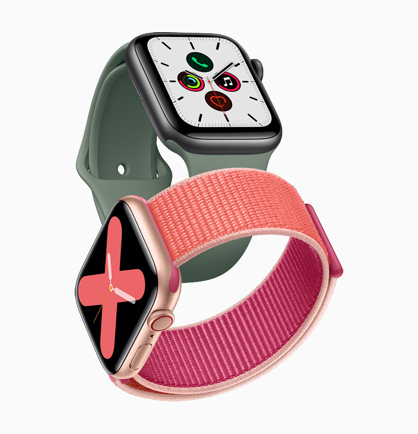 两款 Apple Watch Series 5 手表。