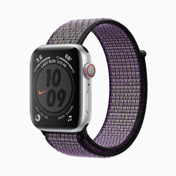 配有新款回环式运动表带的 Apple Watch Nike。