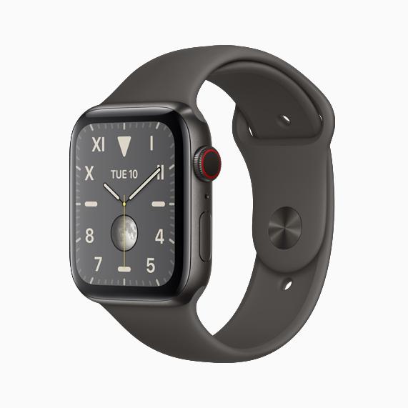 深空黑色钛金属款 Apple Watch Series 5。