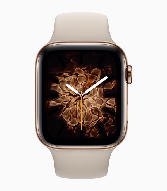 展示火元素表盘的全新金色不锈钢表壳。