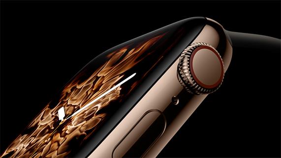 展示全新火元素表盘的金色不锈钢 Apple Watch Series 4。