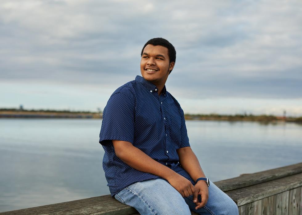 大西洋城 Boys & Girls Club 设计实验室的学生 Ahmad Brown。
