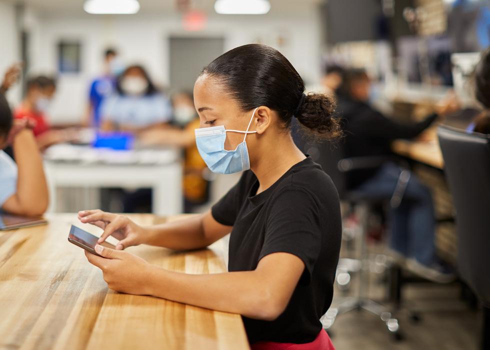 大西洋城 Boys & Girls Club 的学生在使用 iPad。