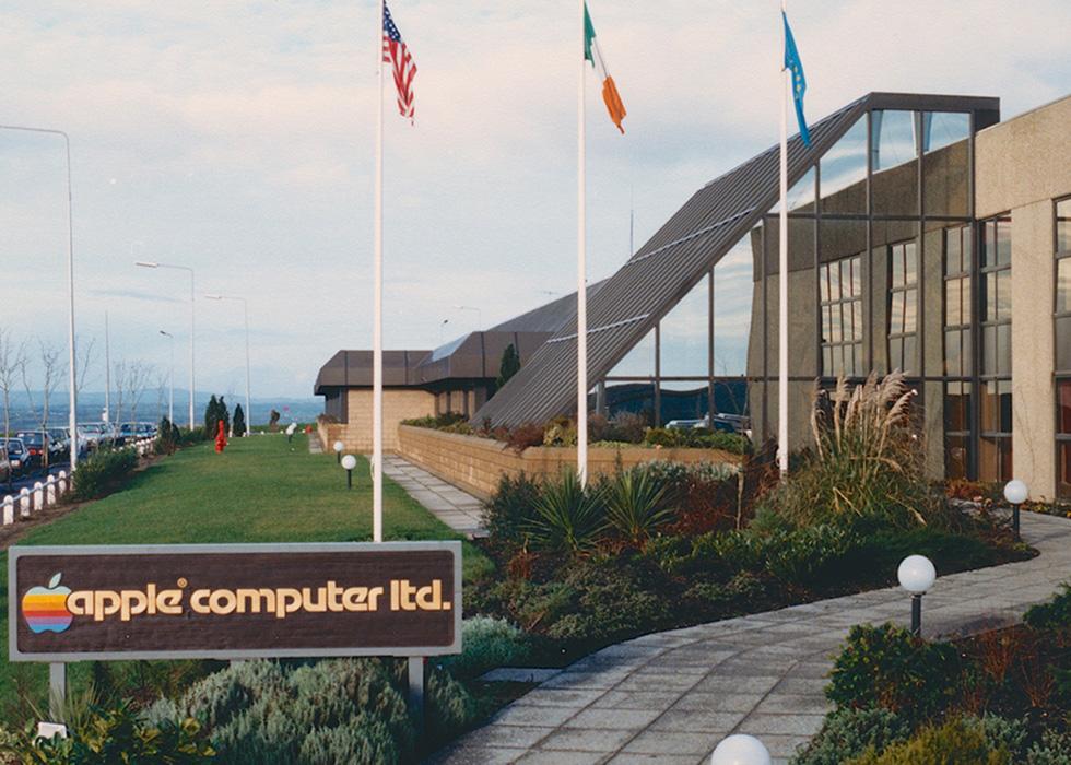 1986 年,路边视角的 Apple 爱尔兰科克园区。