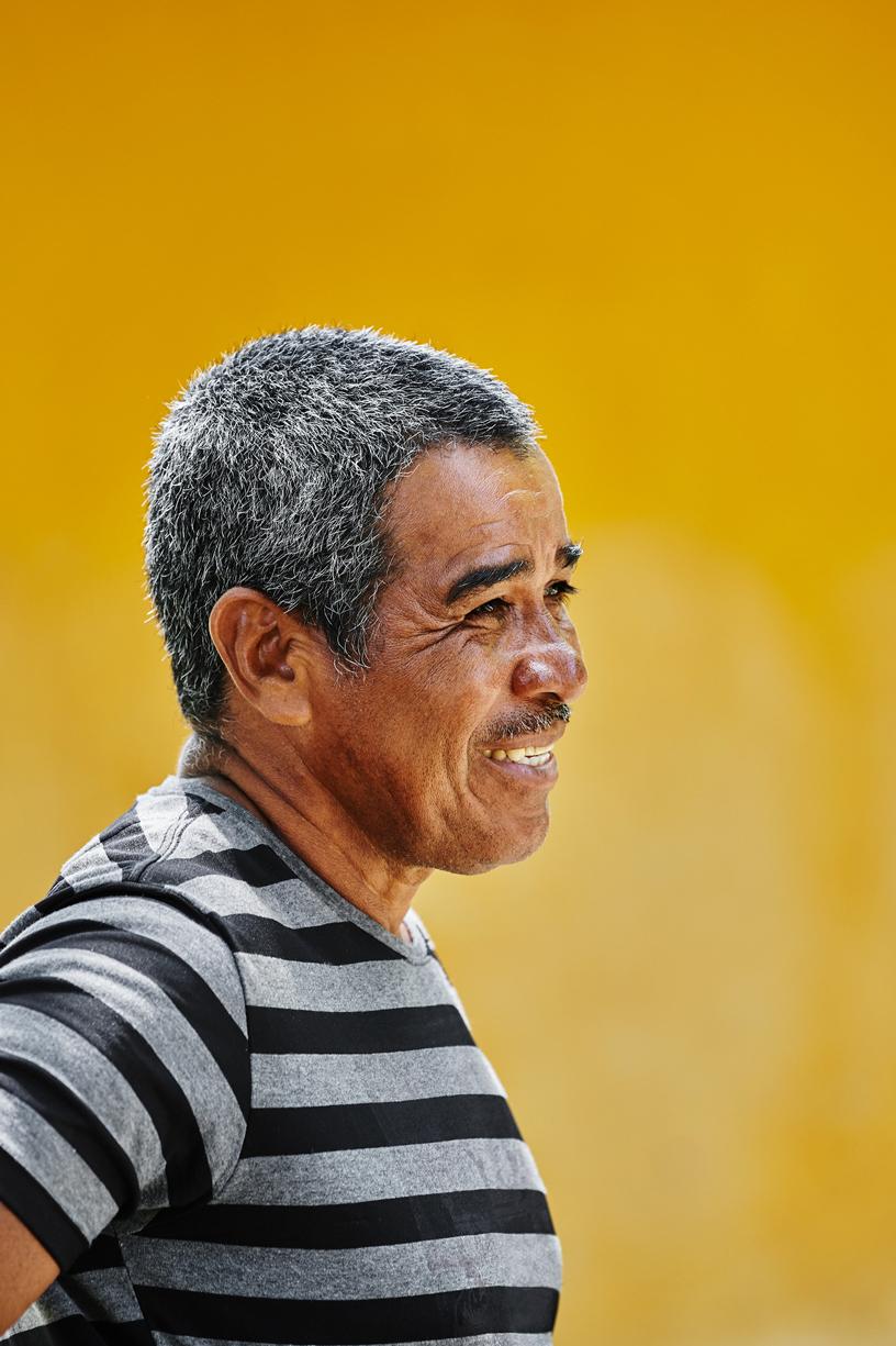 Luis Roberto Canchila Avila 是 Asoamanglebal 红树林协会的主席,该协会位于哥伦比亚科尔多巴省 San Bernardo del Viento。