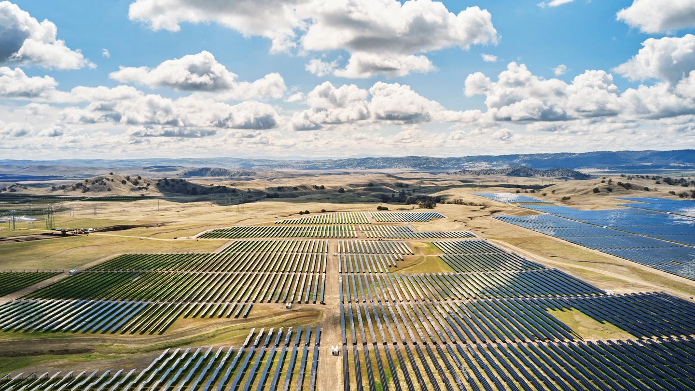 新的 California Flats 太阳能储能电站。