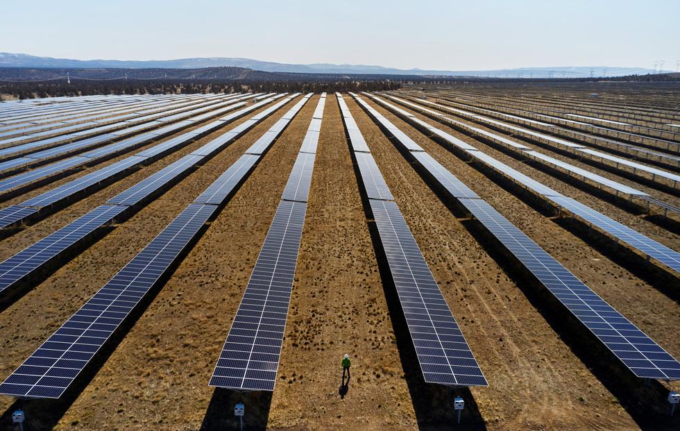太阳能发电厂的太阳能电池板。