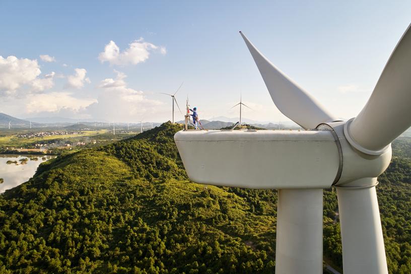 中国湖南道县的协合井塘风电场上的风力涡轮机。
