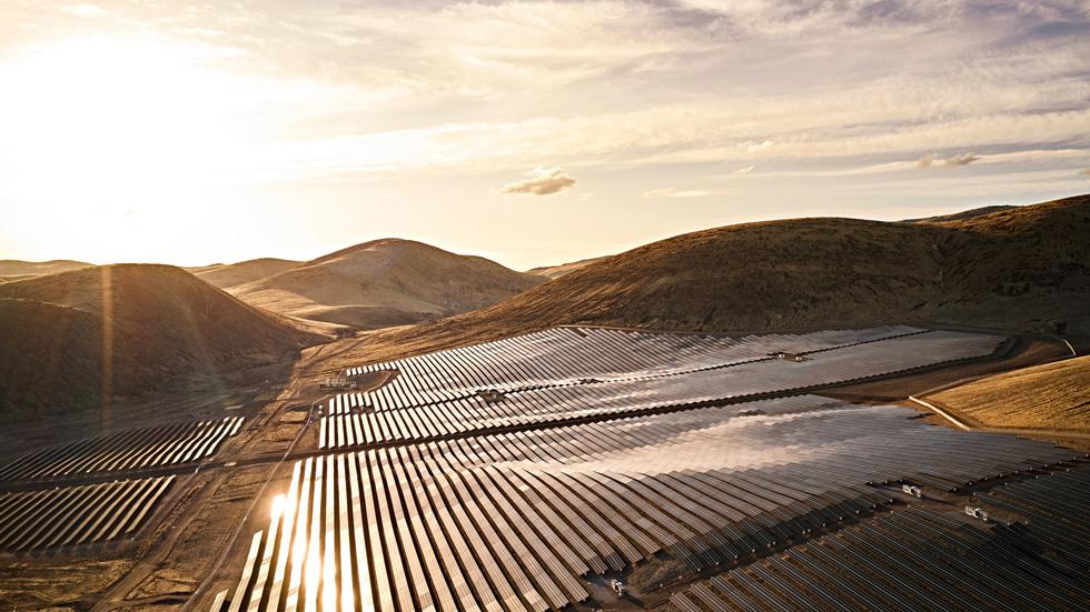 Apple 位于美国内华达州的太阳能项目中的太阳能电池板。